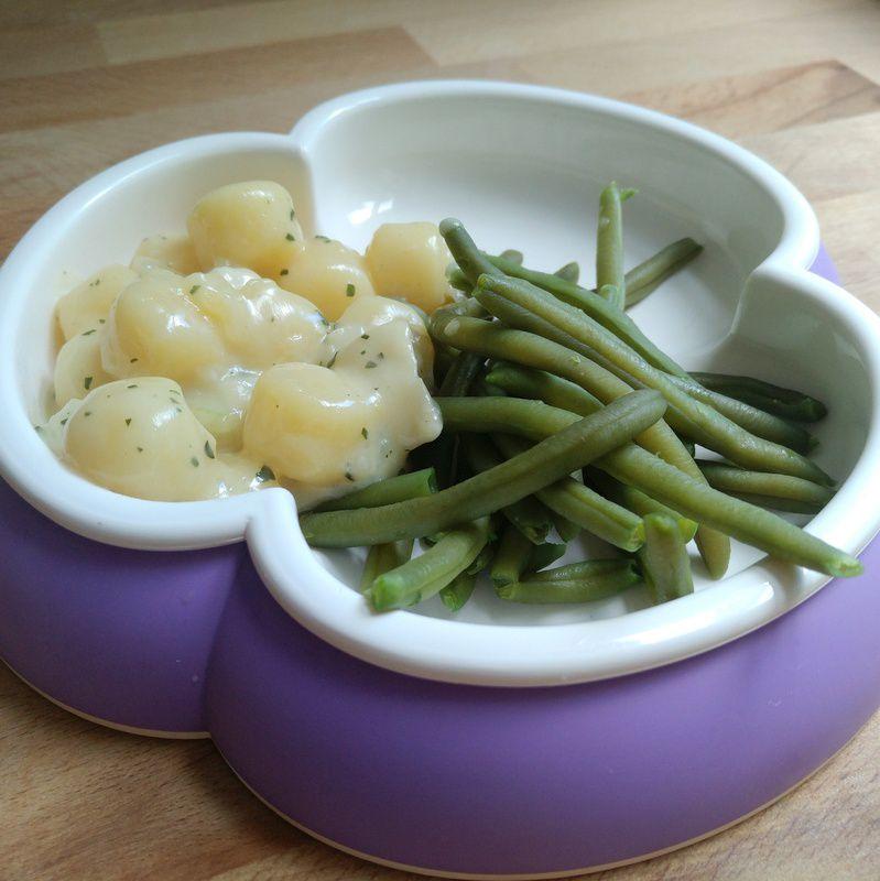 Gnocchis mit ziegenkaese sauce und gruenen bohnen