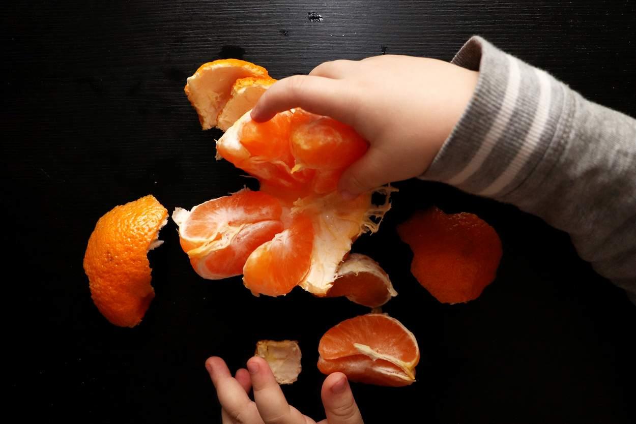 Mandarine Clementine Baby Hand