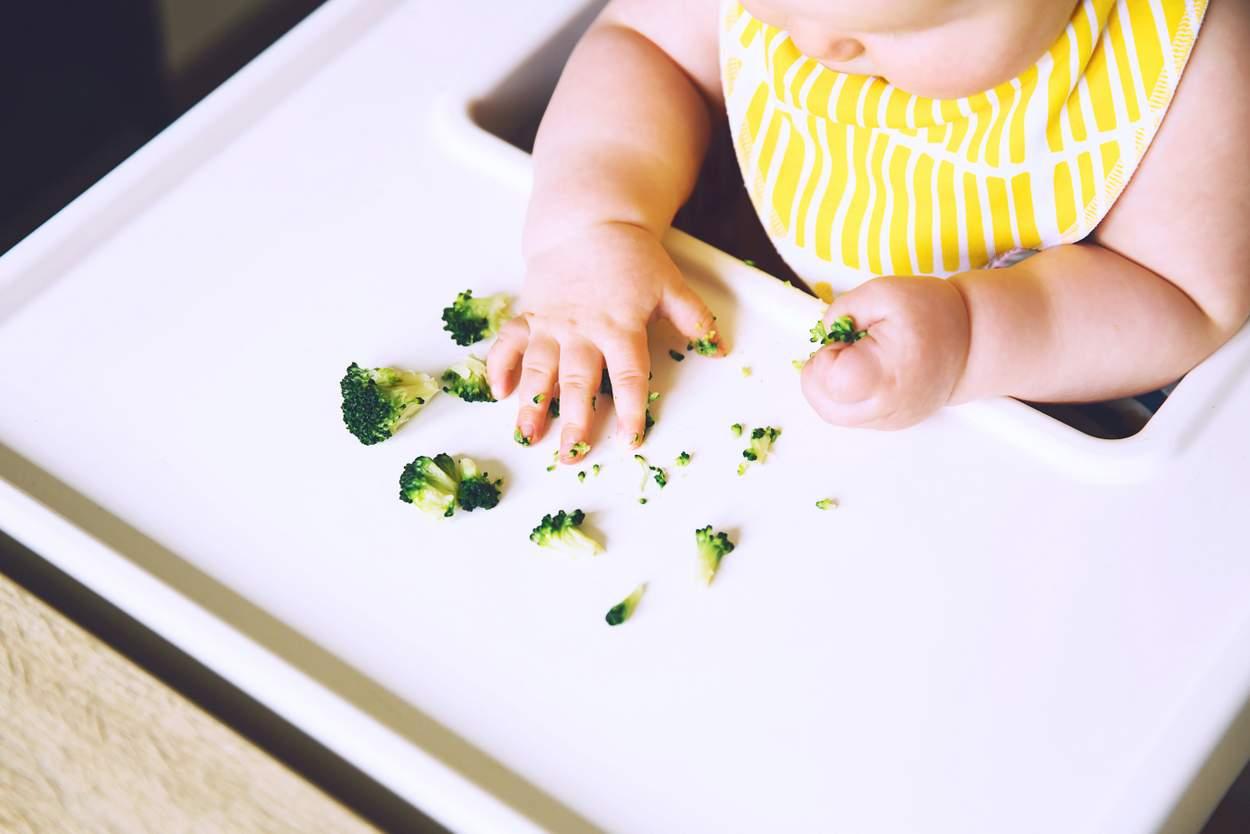 Baby will Brokkoli essen
