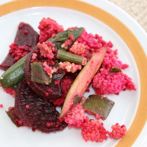 Rote Bete Curry mit Zucchini und Hirse