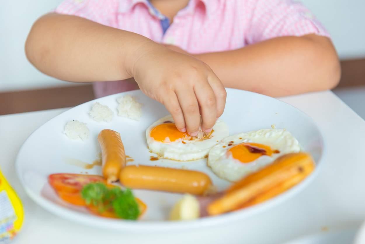 Baby will Spiegel-Eier essen