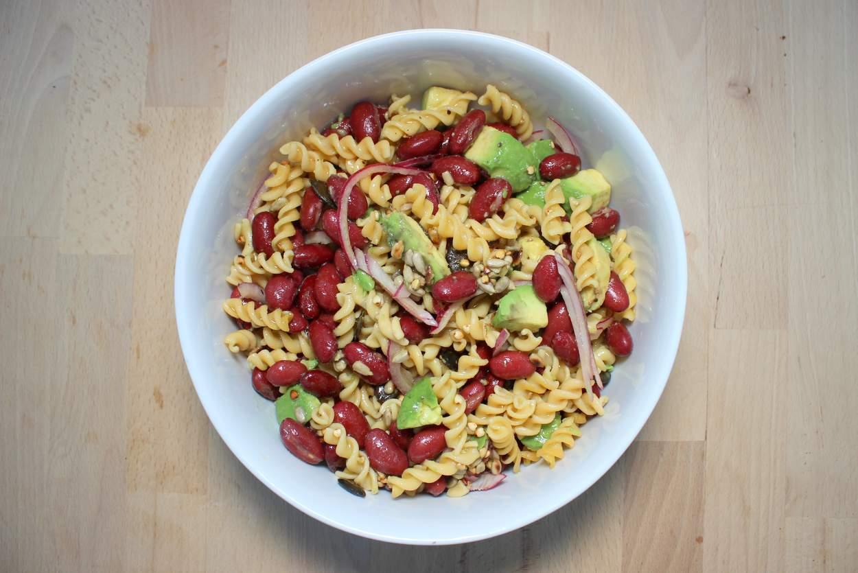 nudelsalat mit kidneybohnen-und-avocado