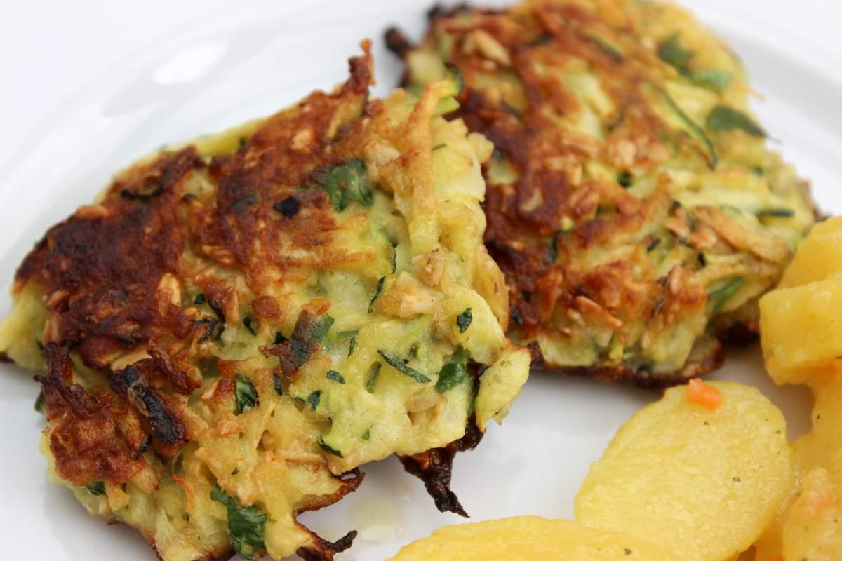 zucchinipuffer mit haferflocken